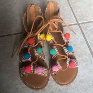 Girls Gap sandals, tan w/ multicolor pom poms